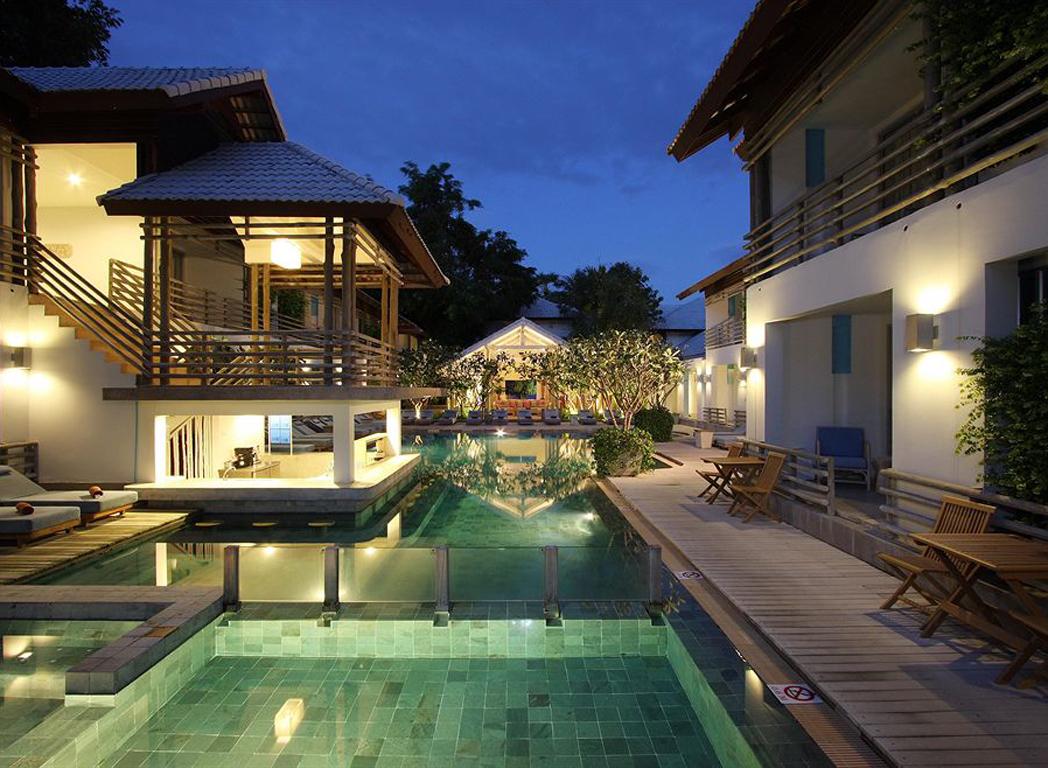 泰国旅游须知及注意事项 1、东南亚酒店没有官方公布的星级标准,没有挂星制度;度假村是根据规模大小、地理位置及配套设施来定价,无星级参考标准;非官方网站所公布的酒店星级档次,属于该网站自己标准。 2、行程内不含水上项目,水上项目包括:香蕉船, 降落伞、摩托艇、潜水、海底漫步等 4、客人自愿放弃行程中任何包含项目,组团旅行社和地接旅行社均没有任何费用退出。因为组团旅行社和地接旅行社已经将团体预定的协作费用拨付到第三协作方。 5、国外的景点不接受中国任何老人优惠证件的折扣或者特别优惠。 6、泰国是一个小费制度国